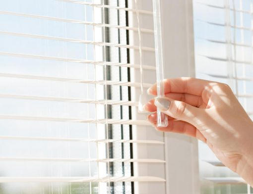 Escolher cortinas para sala: 5 dicas para criar o ambiente perfeito